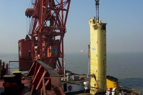 Column on floating crane